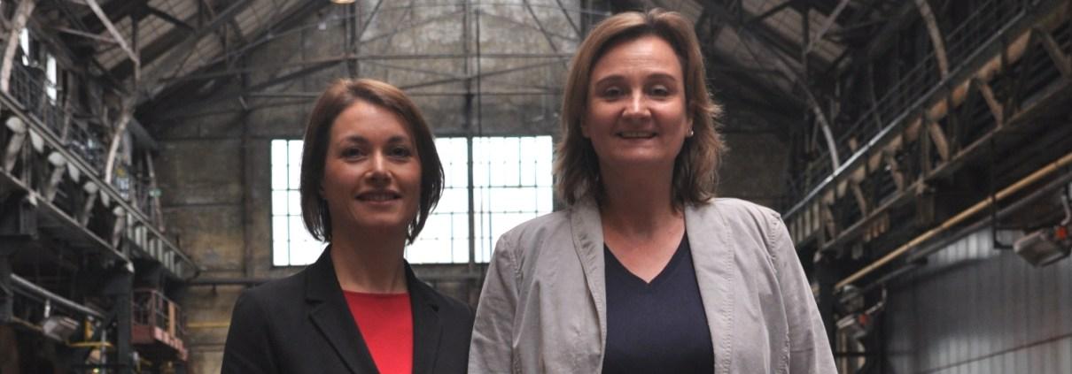 Manufakturen-Blog: Mona Kienitz und Regina Scheffels (v. l.) von der Bochumer Veranstaltungs-GmbH organisieren das ManufakturenForum (Foto: Wigmar Bressel)