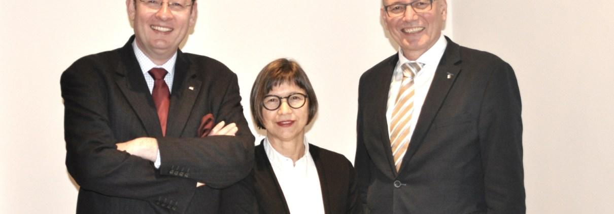Manufakturen-Blog: Wigmar Bressel und Brigitte Federhofer-Mümmler wurden von der Mitgliederversammlung als neues Vorstandsteam gewählt - Hartmut Gehring wechselte in den Beirat (v. l., Foto: Volker Gehring)