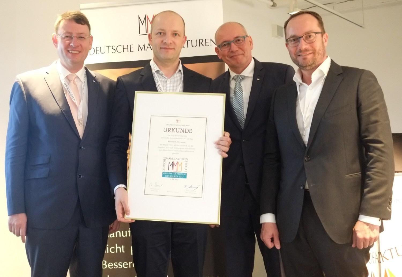 Manufakturen-Blog: Dr. Christopher Heinemann (r.) als Laudator für das 'Manufakturprodukt des Jahres 2017' - das Mühle-Rasierset 'Hexagon' (Foto: Martin Specht)