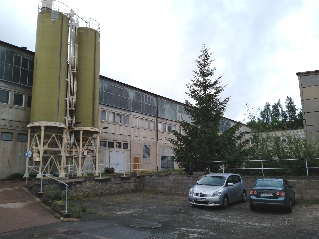 Manufakturen-Blog: Der Erweiterungsbau aus der DDR-Zeit für Weimar-Porzellan in der Hofansicht (Foto: Wigmar Bressel)