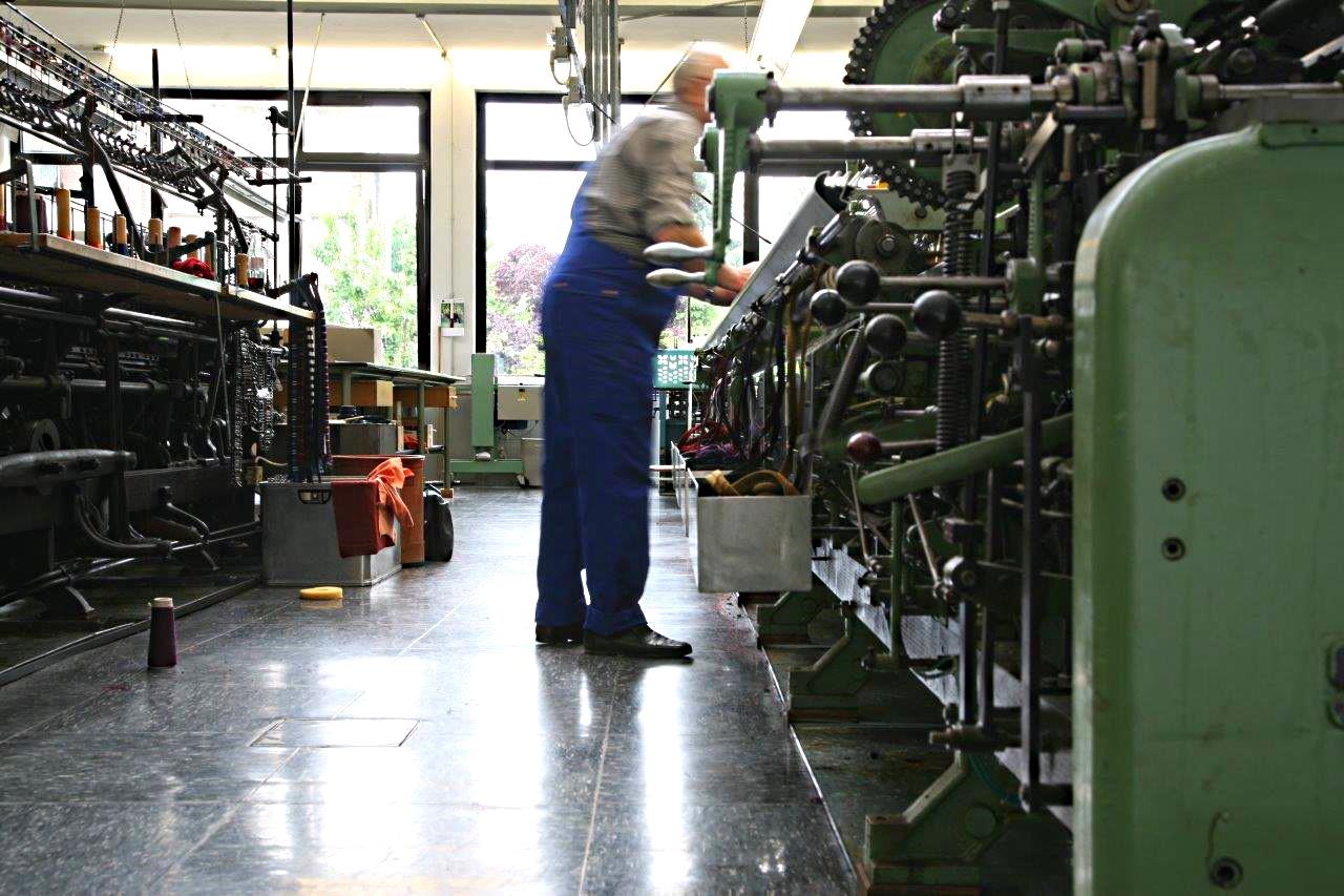 Manufakturen-Blog_Ascot_Krefeld_Krawatten_am_Strickstuhl_IMG_0791_Foto_Ascot