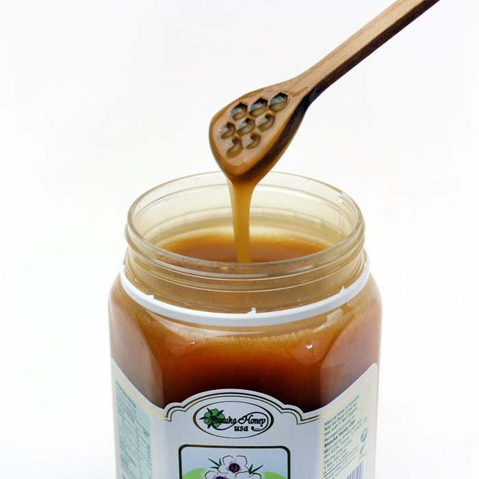 multifloral manuka honey dripping closeup