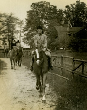 Jackie Bouvier on a horse, 2001.107.27