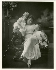 Clare McCullough Thorne with daughter Harriet and son Jonathan, Bridgeport, CT, about 1913. Photographed by Harriet V. S. Thorne, CHS collection, gift of the Rosalie Thorne McKenna Foundation.