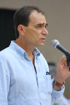 Giovanni Ghezzi-insegnante e cantautore-Manutenzioni Sussisa (Genova)