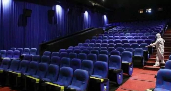 सोमवार से सिनेमा हॉल और थिएटर 100 फीसदी क्षमता के साथ खोले जा सकते हैं