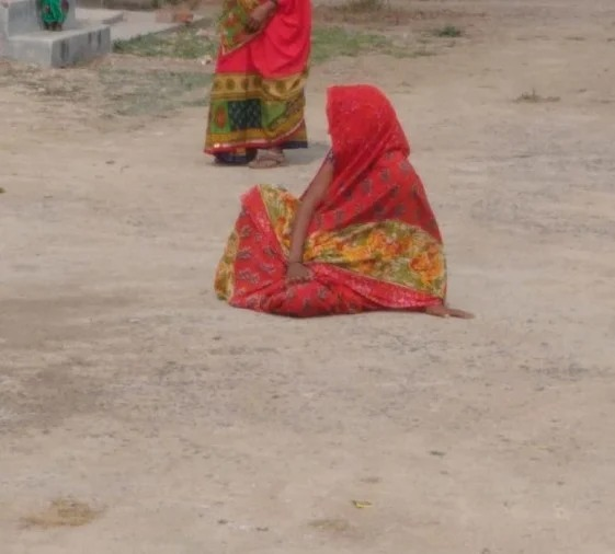 प्रसव पीड़ा के बाद महिला पहुँची प्राथमिक स्वास्थ्य केंद्र