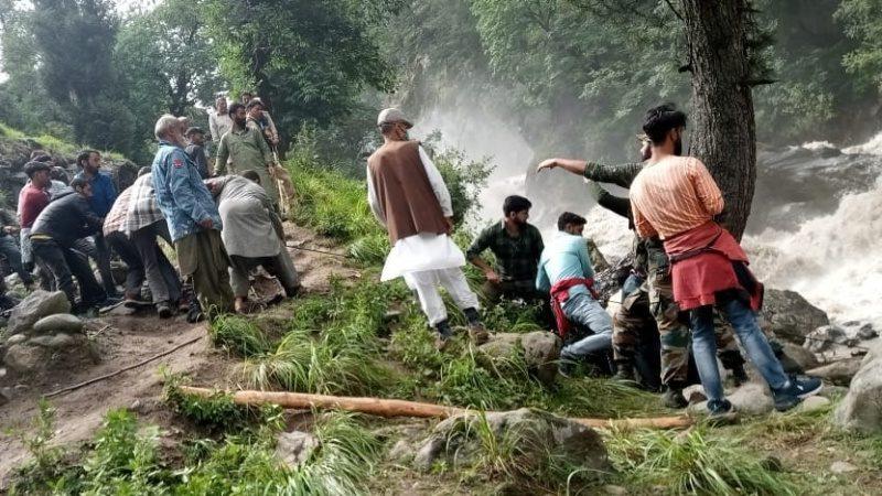 बादल फटने से जम्मू-कश्मीर और हिमाचल में कम से कम 13 लोगों की हुई मौत