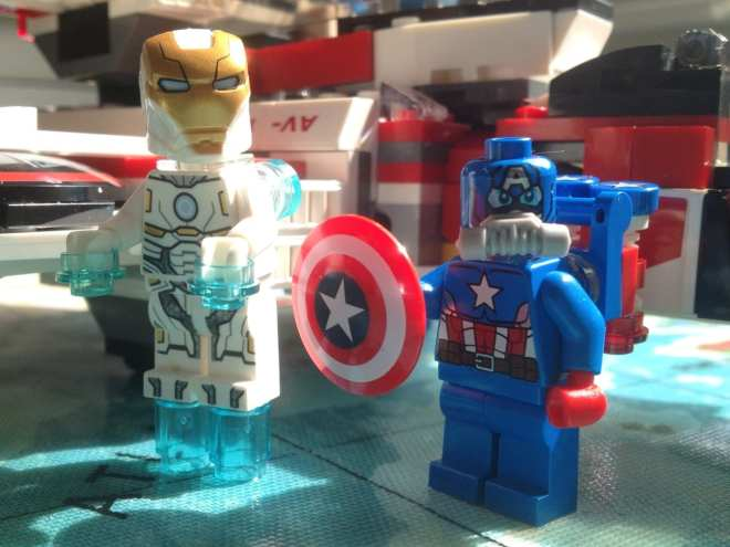 Iron Man Captain America LEGO minifigures Avenjet Space Mission