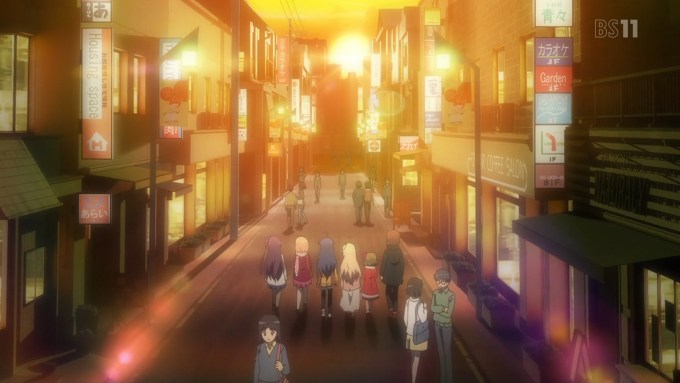 夕焼けの街を歩く劇団ひととせ