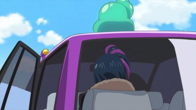 タクシーに乗るパップル
