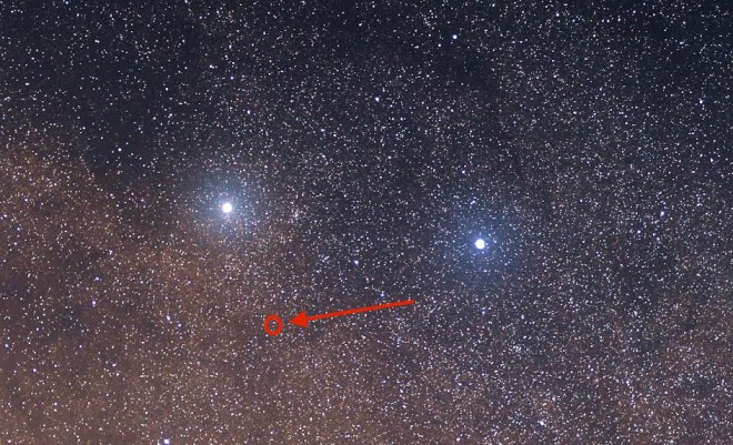 Alpha and Beta Centauri are the bright stars; Proxima Centauri is the small, faint one circles in red.