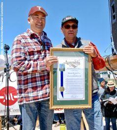 California State Assemblyman Al Muratsuchi presenting a proclamation to Manzanar Committee Chair Bruce Embrey