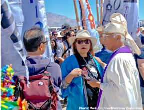 Manzanar Committee member Kerry Cababa (center) with Rev. Alfred Tsuyuki of the Konko Church of Los Angeles (right)