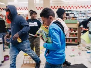 Baltimore-Looting-4