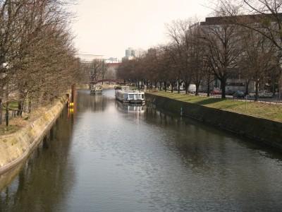 Landwehrkanal mit Schiffen