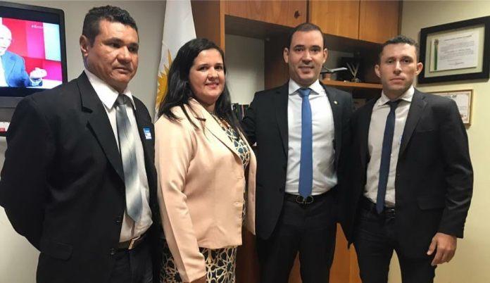Acompanhados do deputado federal, Vicentinho Junior.