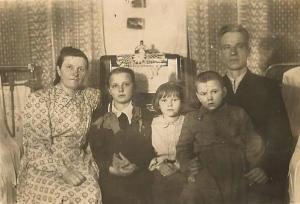 Rodzina Bojko: rodzice-Maria i Grzegorz, dzieci: Leokadia, Jadwiga i Michał.