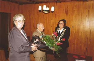 Joanna Gaszewska z mężem Władysławem w Urzędzie Stanu Cywilnego w Łebie.