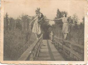 Czarny Stawek (z lewej Janina Dymel).