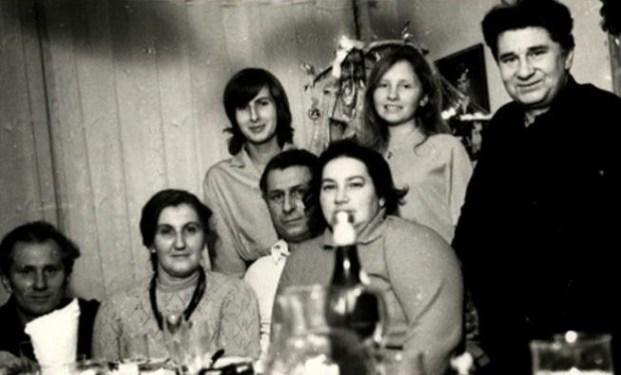 Leokadia i Mieczysław Gackowscy z rodziną