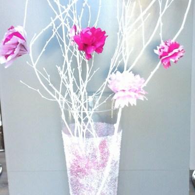 Vase pailleté et fleurs en papiers de soie