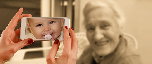 Photo de bébé quand on photogrphie une grand-mère