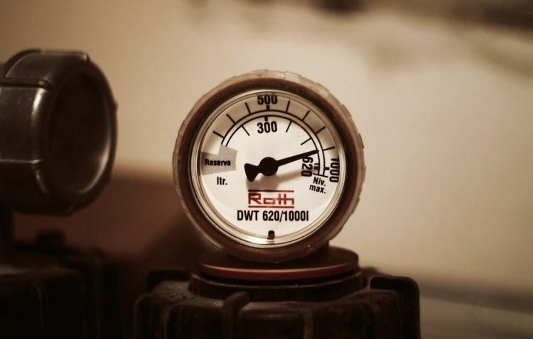 Manomètre industriel mesurant une pression.