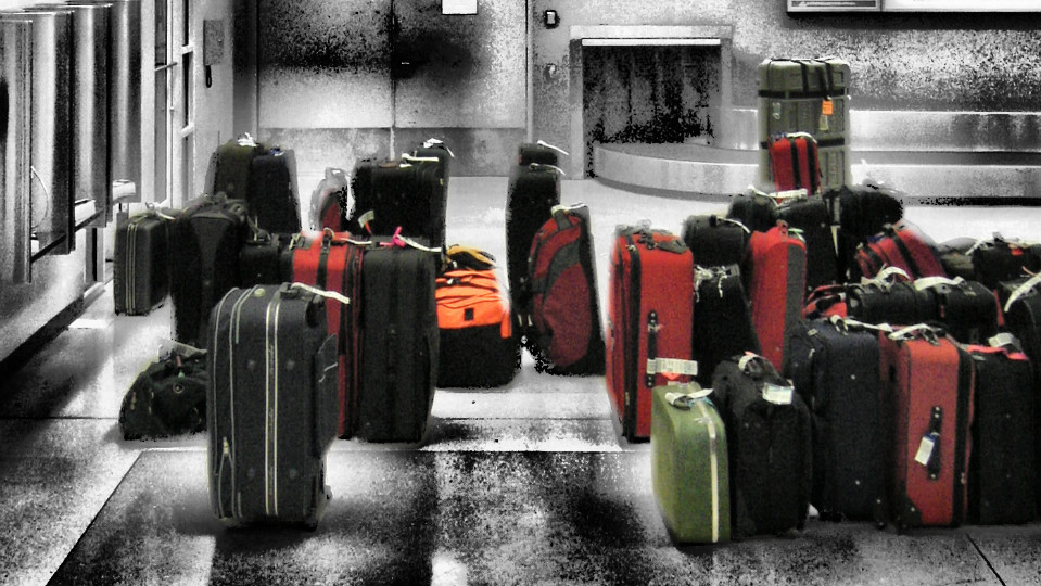 Reasons You Shouldn't Buy a Black Suitcase via @maphappy