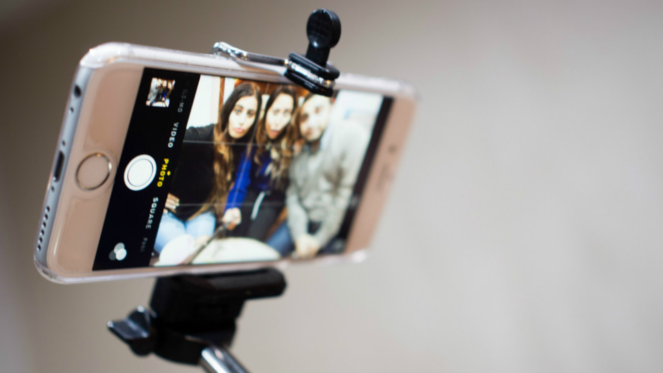 How To Use a Selfie Stick for Dummies via @maphappy