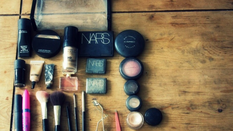 A Girl's Purse Essentials for Business Tripping via @maphappy