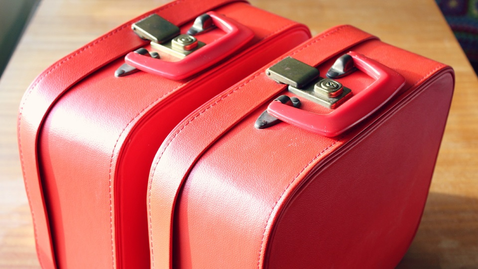 Here's What To Do When Liquids Explode Inside Luggage via @maphappy