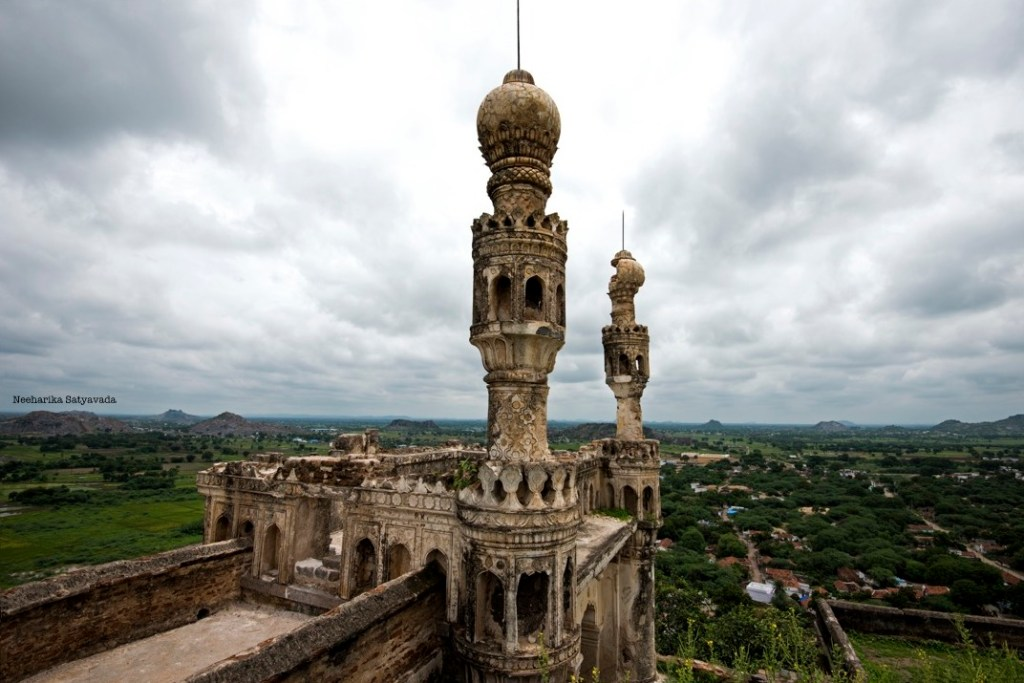 At a distance of 165 kms, Elgandal Fort in Karimnagar is a tourist places near Hyderabad within 200 km that cannot be missed.