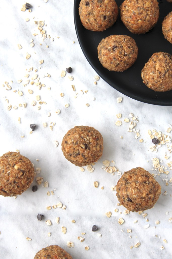Peanut butter crunch energy bites - Super simple healthy snack to help you get you through the week!   mapleetchocolat.com