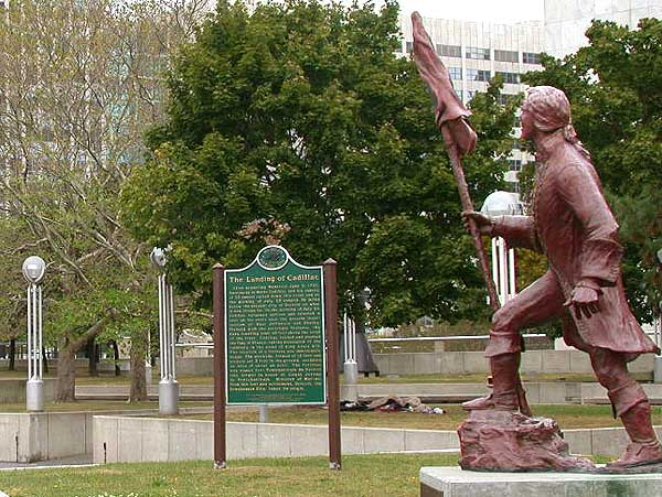 Statue of Antoine Laumet de La Mothe, sieur de Cadillac commemorating his landing along the Detroit River in Detroit, Michigan. (September 28, 2004) © 2004 Matthew Trump;  Source: Courtesy of Wikimedia Commons