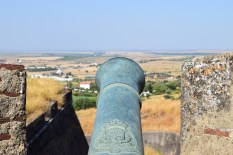 Cannon pointing to Spain