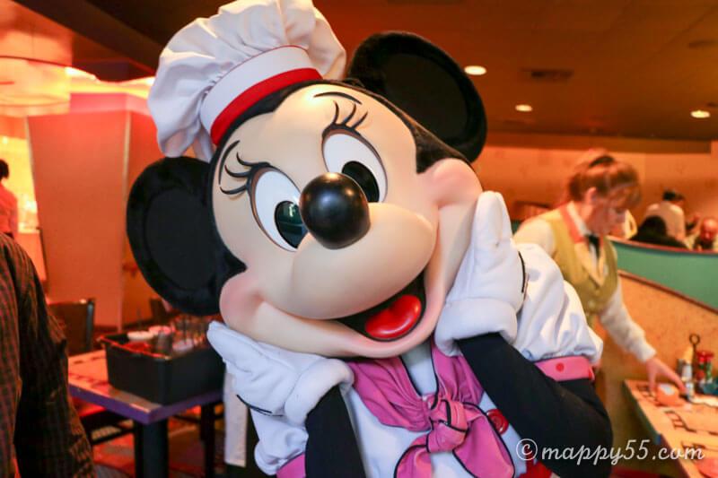 カリフォルニアのアナハイムディズニーのディズニーランドホテルにあるグーフィーズキッチン