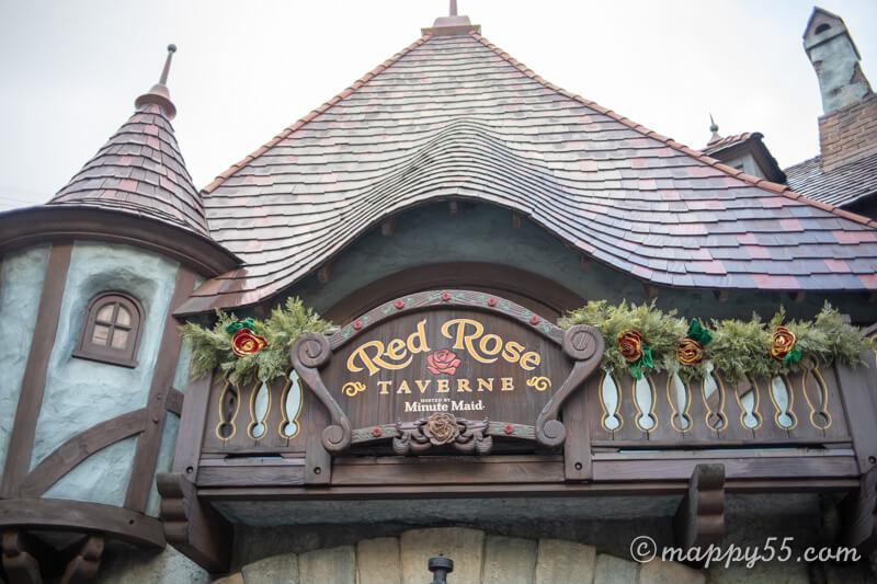 ディズニーランドにあるレストランのレッドローズ・タバーン