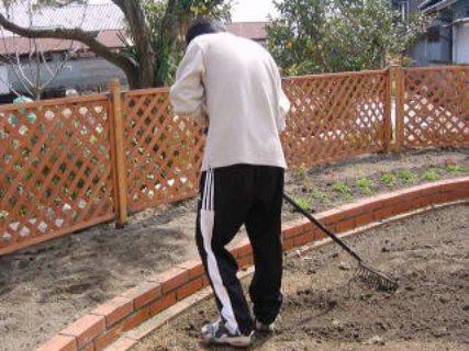 芝生の土作り①耕す