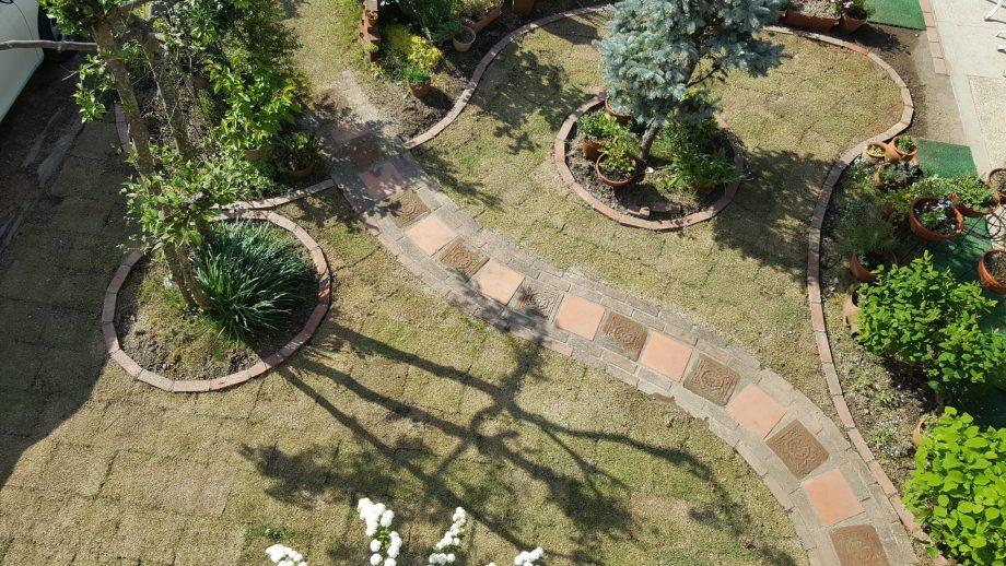 芝生の庭をおしゃれにデザインする方法【我が家の実例付きで紹介】