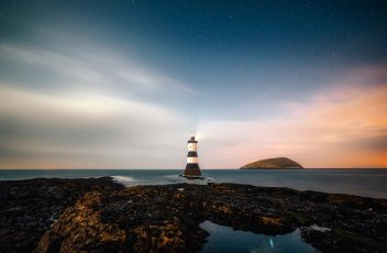 lighthouse-2225445_1920