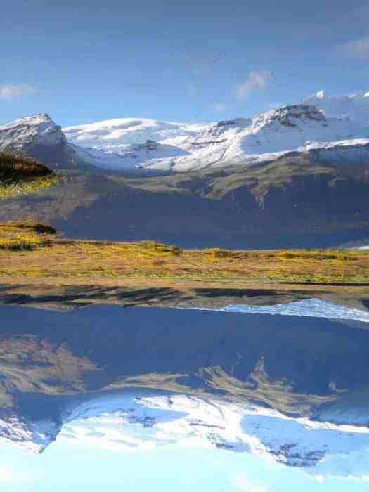 Camping inceland-mountain-reflecting-in-lake