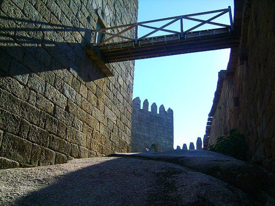 guimaraes castle portugal