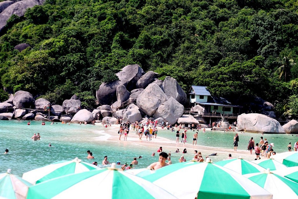 koh-nang-yuan-island-beach-koh-tao-thailand
