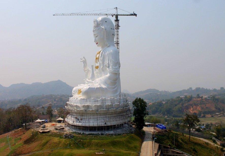 Huge white Buddha near Chiang Rai