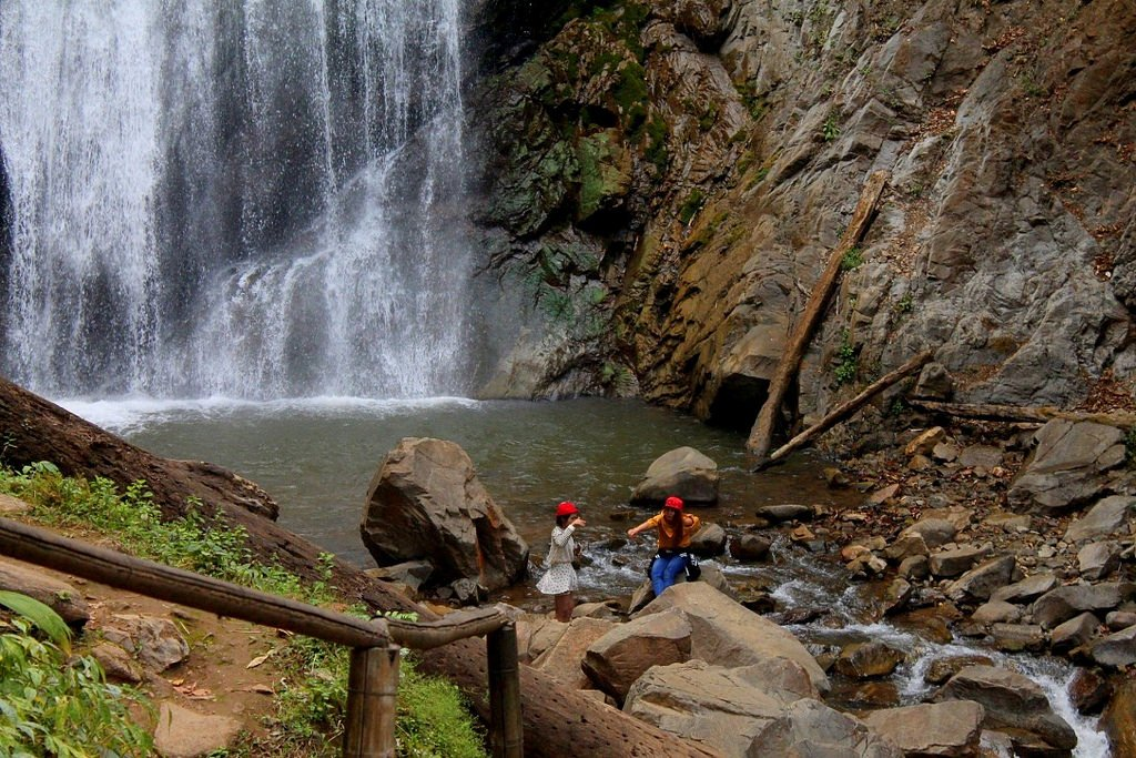 stunning-khun-korn-waterfall-chiang-rai-thailand