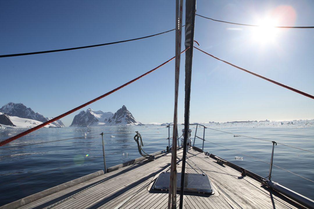 Navigation dans le Détroit de Lemaire en Antarctique