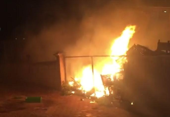 Market deposundaki yangın korkuttu