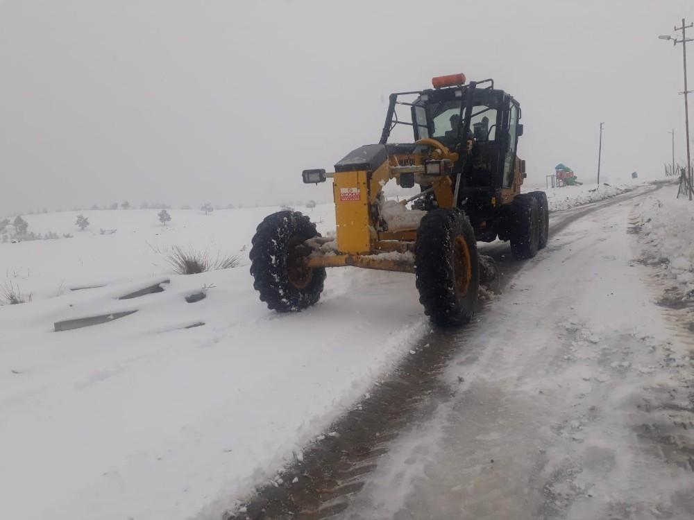 Dulkadiroğlu'nda karla mücadele sürüyor