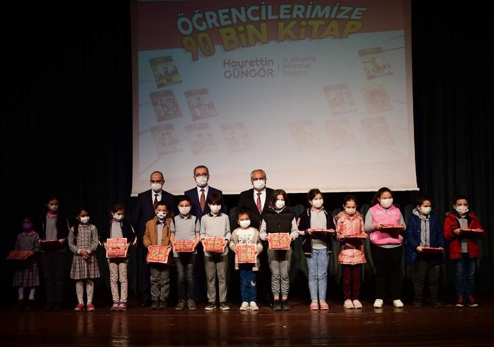 Kahramanmaraş'ta 101 bin öğrenciye kitap
